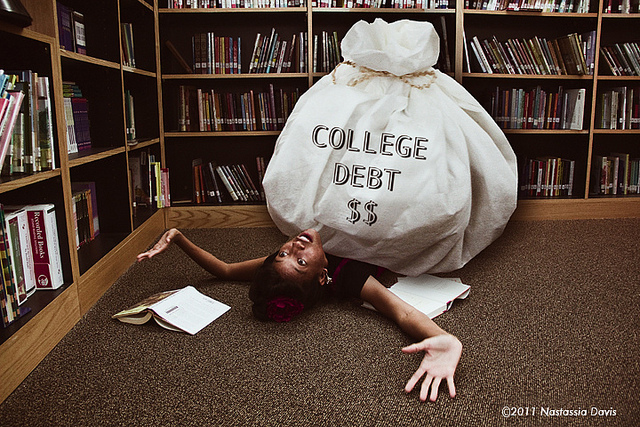 student debt in college Des moines, iowa -- on average, more than 70 percent of graduates are leaving college and entering the workforce in debt americans collectively owe more.