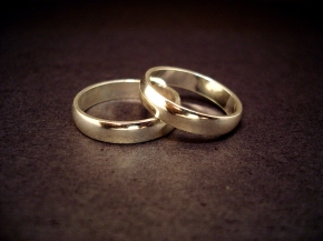 Choosing between Marriage and Welfare