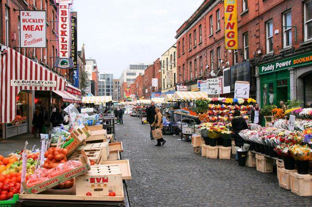 1200px-Moore_Street_market,_Dublin