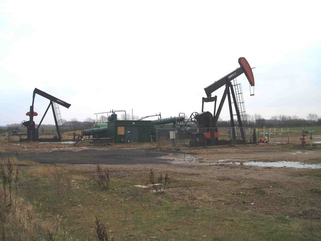 Fiskerton_Airfield_oil_well_-_geograph.org.uk_-_630841